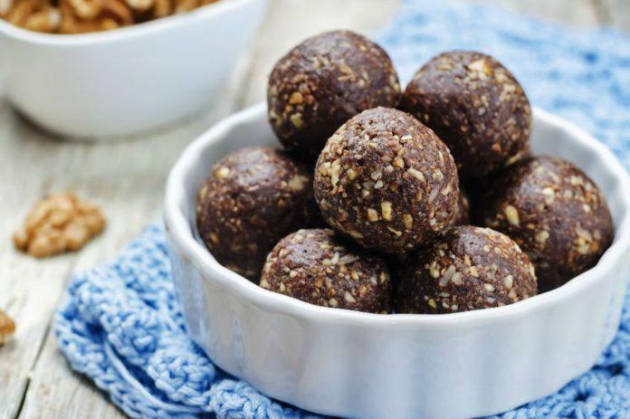 Şekeri Hurmasından: Kakaolu Yulaf Kepeği Topları Tarifi