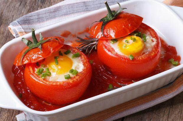 Acıktığınız Her Ana Uygun: Yumurtalı Domates Dolması Tarifi