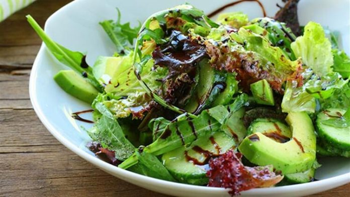 Avokadolu Yeşil Diyet Salata