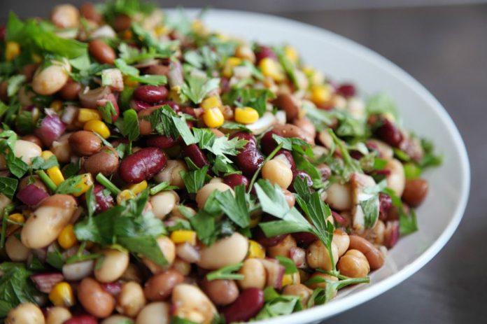 Baklagiller ile Hazırlanmış Diyet Salata Tarifi
