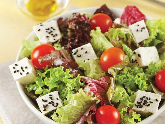 Diyet Akdeniz Salatası Tarifi